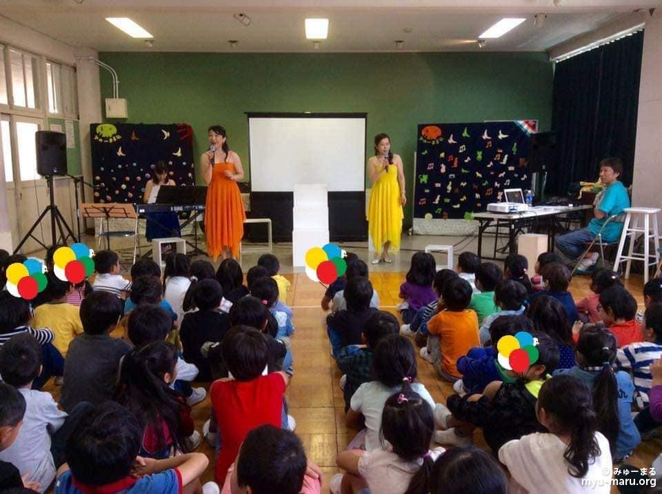 北下浦小学校(横須賀市内)の1~2年生、4クラスの特別授業